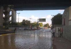 Haliç Köprüsü altında su borusu patladı