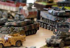 Askeri araç modelleriyle tarihte yolculuk