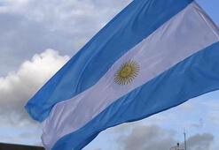 Moodys ve Fitch, Arjantinin kredi notunu indirdi