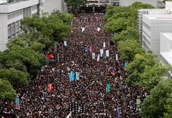 Hong Kongda öğrenciler dersleri boykot ederek protestolara katılıyor