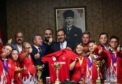 Bakan Kasapoğlu down sendromlu sporcularla buluştu