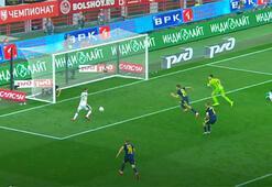 Evgeni Chernov topu iki kez çizgiden çıkardı