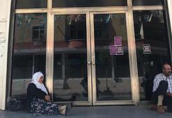 HDPlilerce dağa kaçırıldığını iddia ettiği oğlu için oturma eylemi başlattı