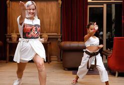 Anne Marie minik hayranıyla karate yaptı
