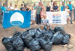 Marmarisli çevreciler 15 torba çöp topladı