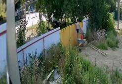 Rusyada çocukların el arabası çalma mücadelesi kamerada