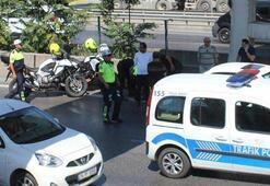 Trafikte kapısını açtı, trafik polisine kaza yaptırdı