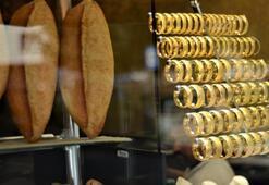 Bu kuyumcuya altın almaya gelen ekmek de alıyor