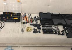 Kaputun altına sakladığı namlusuz kurusıkı silahlarla yakalandı