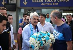Adana Demirspor taraftarından Tütünekere karşılama