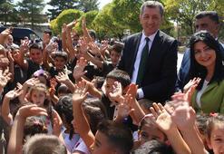 Bakan Selçuk, ilköğretim için hazırlanan okul zili ve şarkısını tanıttı