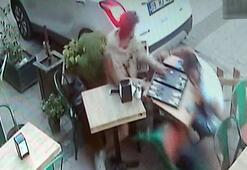 Geri manevra yaparken, kafede oturan iki kişiye çarptı