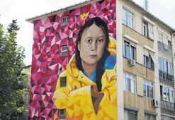 İklim aktivisti Greta Kadıköy'de duvarda