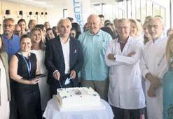 Kent Bayraklı Tıp yaşgünü pastası kesti