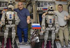 Rusların uzaya gönderdiği ilk insansı robot Dünyaya döndü