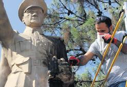 Burhaniye'de heykeller yenilendi
