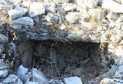 Her biri binlerce yıllık Tümülüs mezarlar bulundu