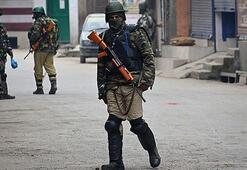 Hindistan duyurdu: Cammu Keşmirdeki kısıtlamalar...