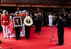 Endonezyada eski devlet başkanı son yolculuğuna uğurlandı