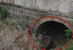 Tarihi köprünün altında define aramışlar Her yerde aranıyorlar