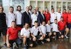 TFF Başkanı Özdemir, Sesi Görenler Milli Takımı ile buluştu