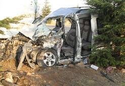 Ticari araçla kamyonet çarpıştı: 2 ölü 2 yaralı