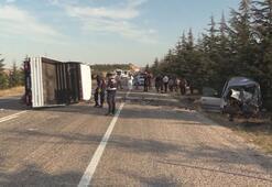 Eskişehirde ticari araç ile kamyonet çarpıştı: 2 ölü, 2 yaralı