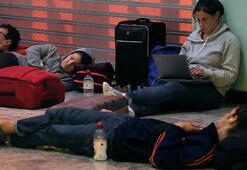 Havalimanları kapatıldı, ölü sayısı artıyor