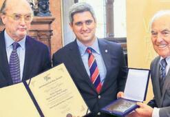 En prestijli ödül Başkan Özkan'a