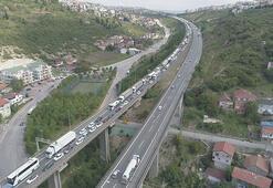 TEMde trafiği kilitleyen kaza Tam 7 kilometre...