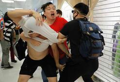 Hong Kongda protestocular çatıştı