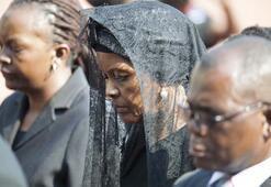 Eski Devlet Başkanı Mugabeyi böyle uğurladılar