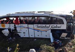 Afyonkarahisarda yolcu otobüsü devrildi Ölü ve yaralılar var