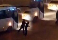 Vatandaşlar kaydetti Kadına tekme tokat saldırdı
