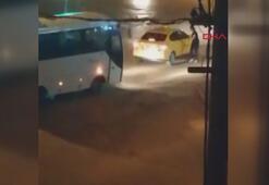Taksinin aynasını kıran kadını sokak ortasında dövdü