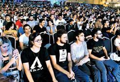 Teknoloji tutkunu gençler akın etti