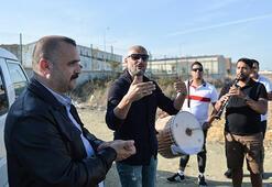 Adnan Oktar davasında davul zurna ile kutlama