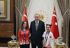 Erdoğan, milli sporcular Sümeyye ve Sevilayı kabul etti