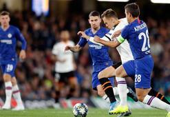 Chelsea, Valencia maçına damga vurdu Cüneyt Çakır...