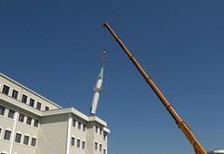 İmara aykırı olduğu iddia edilen minare kaldırıldı