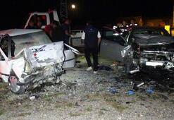 Otomobiller kafa kafaya çarpıştı Ölü ve yaralılar var...
