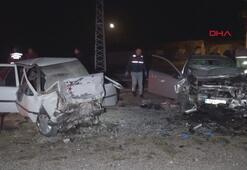 Nevşehirde iki otomobil kafa kafaya çarpıştı