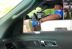ABDde polisten meslektaşına güldüren yılan şakası
