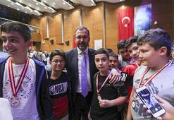 Bakan Kasapoğlu: Gençlerimizi geleceğe hazırlamak birinci vazifemiz