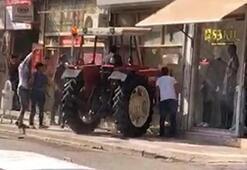 Şanlıurfada inanılmaz olay Traktörle husumetlisinin iş yerine girdi