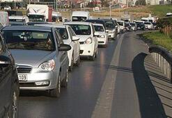 Son dakika: TEMde trafiği kilitleyen kaza
