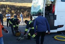 Yolcu otobüsü ile TIR çarpıştı Yaralılar var
