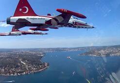 Türk Yıldızlarının İstanbulu selamlamasına kokpit içi bakış
