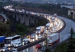 Ankara istikameti trafiğe kapandı  TEMde kilometrelerce kuyruk