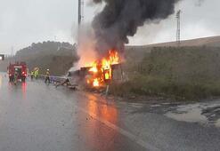 Kaza yapan kamyonet alev topuna döndü Son anda çıktı...